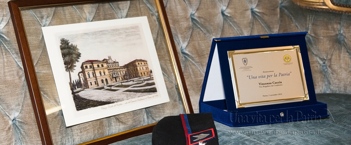 Una vita per la Patria 2016 - targa del Premio Nazionale 2016 e pregevole riproduzione a stampa del Palazzo Ducale di Parma