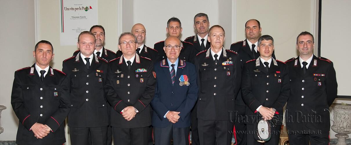 Una vita per la Patria 2016 - foto ricordo del Vice Brigadiere (cong.) Cuccia con Autorità e rappresentanza dell'Arma dei Carabinieri