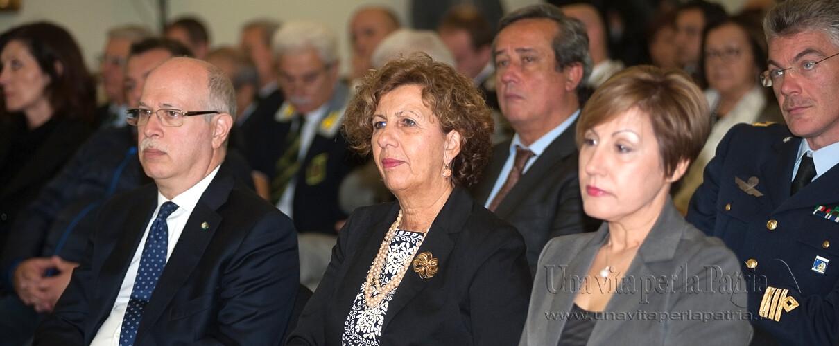 Una vita per la Patria 2016 - S.E. Giuseppe Forlani - Prefetto di Parma, On.le Patrizia Maestri e la sig.ra Marianna moglie del premiato