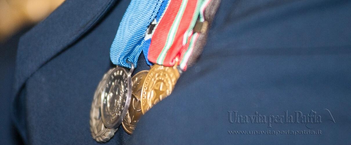 Una vita per la Patria 2016 - medaglia d'argento al valor militare e croce d'onore del premiato Vice Brigadiere Vincenzo Cuccia - Arma dei Carabinieri